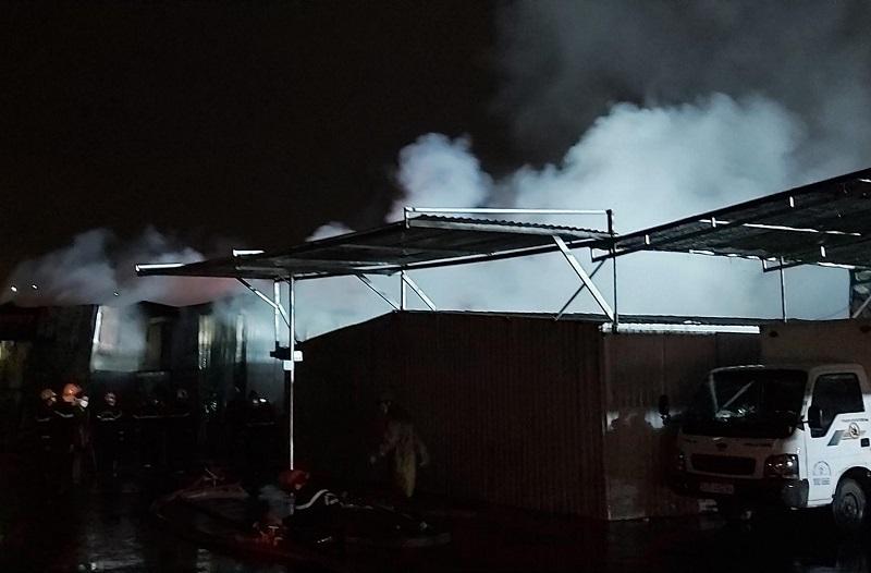 Cháy nhà xưởng rộng 3.000 m2, toàn bộ tài sản biến thành tro
