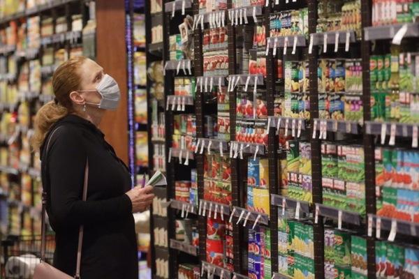 Sau giấy vệ sinh, dân Mỹ đổ xô mua thuốc nhuộm tóc, đâu là lý do?