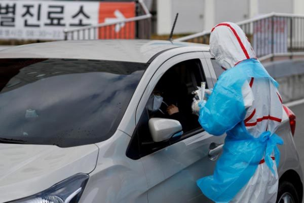 Hàn Quốc chuyển giao khẩn 600.000 bộ xét nghiệm Covid-19 cho Mỹ