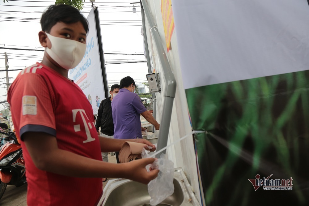 'ATM gạo' thứ 2 phát miễn phí cho người nghèo Sài Gòn