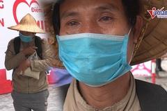 Người nghèo Hà Nội rớm nước mắt nhận quà từ ATM gạo