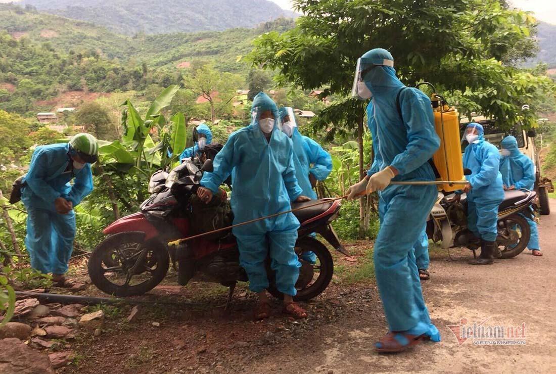 Cách ly 7 anh em trong họ nhập cảnh trái phép từ Lào về Nghệ An