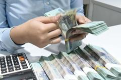 Lãi suất giảm, so chọn ngân hàng gửi tiền tiết kiệm