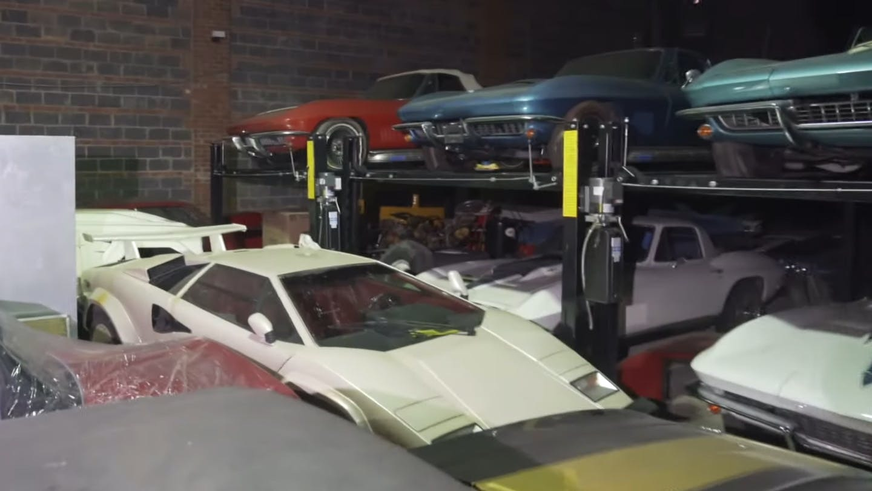 'Xót của' 300 siêu xe cổ, hiếm bị bỏ xó