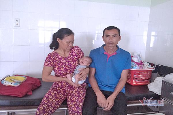 Chồng thần kinh, con gái 2 tháng tuổi bị thủng tim, người mẹ nghèo cầu cứu