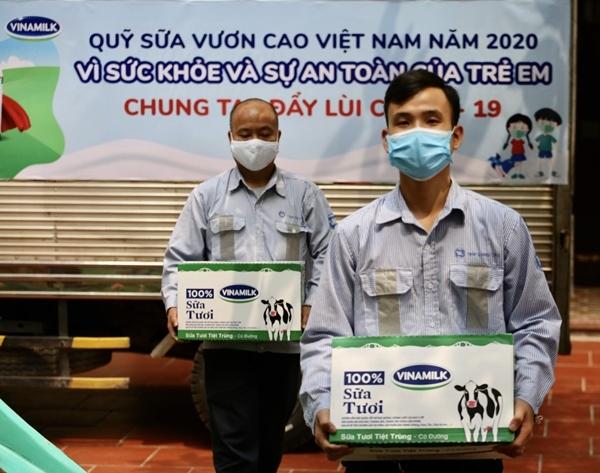 Vinamilk tặng trẻ em khó khăn 1,7 triệu ly sữa trong dịch Covid-19