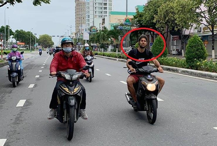 Đà Nẵng xử phạt du khách Italia không đeo khẩu trang trên đường
