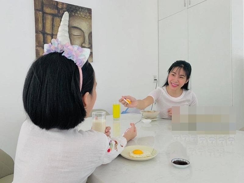 Angela Phương Trinh khoe ảnh với mẹ và em gái