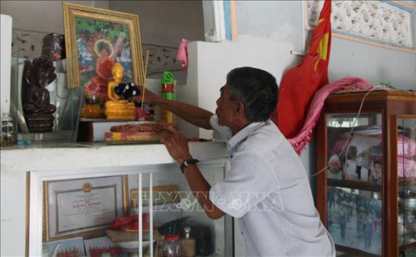Ethnic community celebrates traditional festival at home