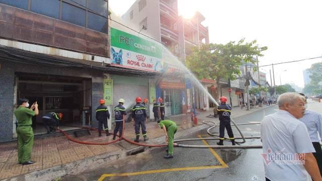 Cháy cửa hàng đồ thú cưng ở Sài Gòn