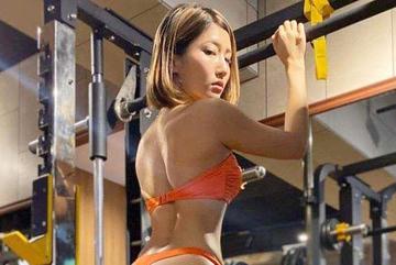 Mặc bikini đến phòng gym, lỗi thời trang khó lòng chấp nhận