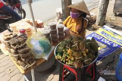 Quầy bánh đặc biệt của người phụ nữ thiếu tứ chi ở Đồng Nai