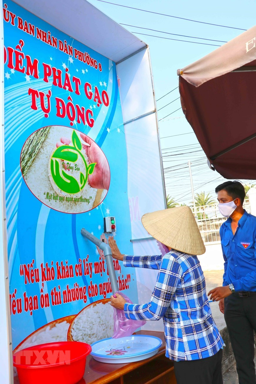 "Vietnam ""rice ATMs"" spotlighted on international news"