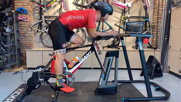 Virtual reality bike ride booms in Vietnam