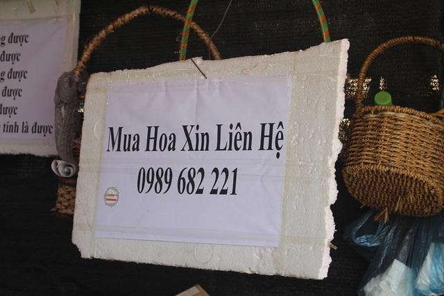 Cảnh tượng lạ lẫm, lần đầu tiên xuất hiện ở chợ hoa lớn nhất Hà Nội
