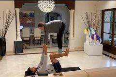"""Djokovic và vợ """"song kiếm hợp bích"""" rồi khiêu chiến Federer, Ronaldo"""