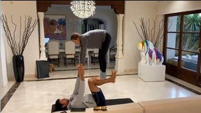 Djokovic và vợ 'song kiếm hợp bích' rồi khiêu chiến Federer, Ronaldo