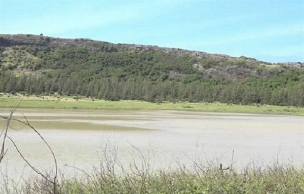 Quang Ngai's reservoirs suffer low water levels