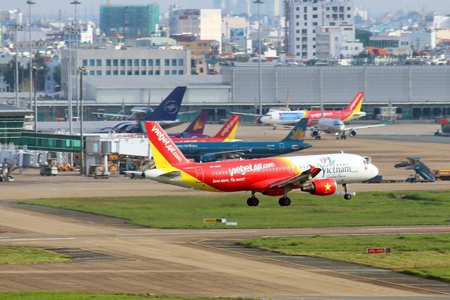 'Tuýt còi' ba hãng bay vì bán vé quá lượng slot được cấp