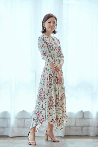 53 tuổi, nữ chính 'Thế giới hôn nhân' quyến rũ với cảnh nóng táo bạo