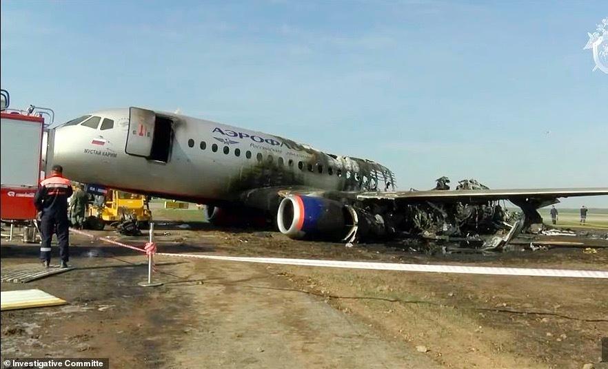 Phi công hạ cánh lỗi, máy bay chở khách Nga chìm trong lửa