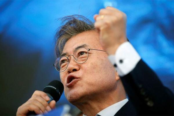 Đảng của Tổng thống Hàn Quốc thắng đậm nhờ thành công chống Covid-19