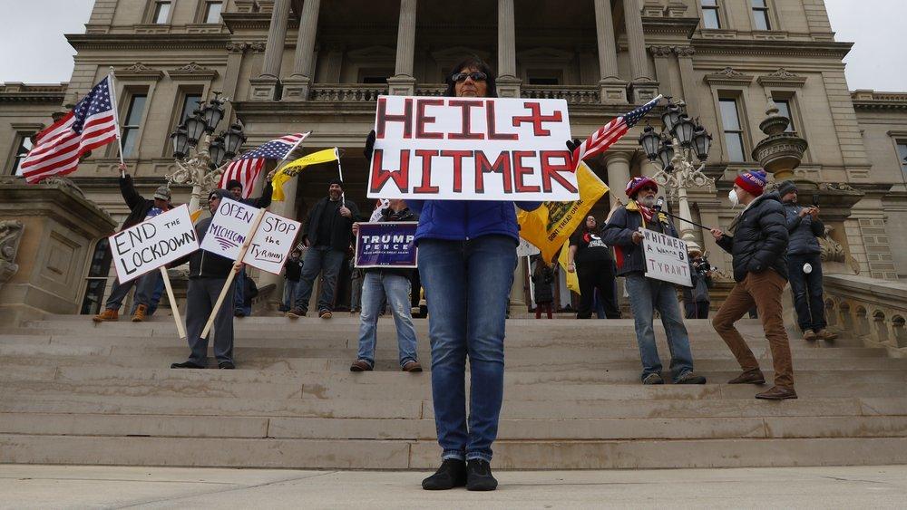 Bất chấp cảnh báo đại dịch nguy hiểm, nhiều người Mỹ không đeo khẩu trang tụ tập biểu tình