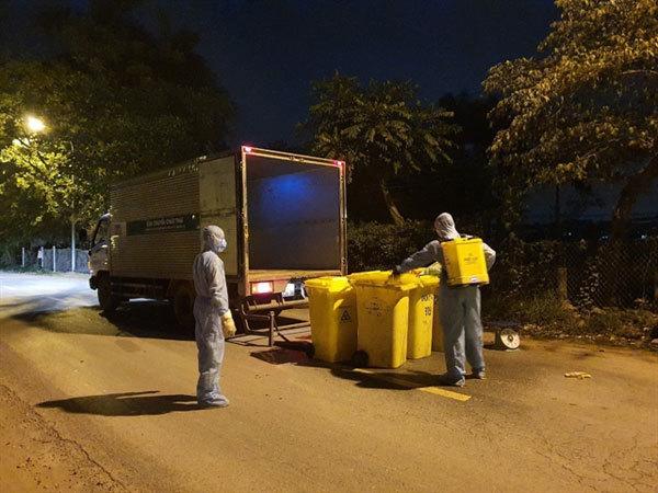 Proper waste control in Ha Loi Village to curb the COVID-19 spread