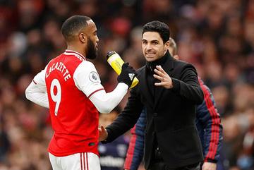 """Arsenal tống khứ """"ông kễnh"""" thu về cục tiền"""