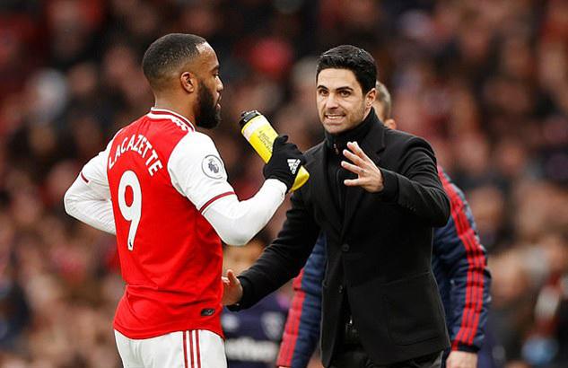 Arsenal tống khứ 'ông kễnh' thu về cục tiền