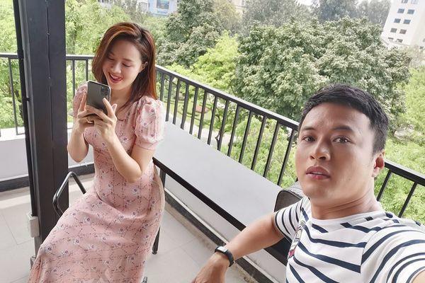 Hồng Đăng khoe ảnh hậu trường đóng phim mới với Hồng Diễm