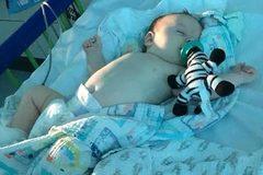 Lời khẩn cầu của mẹ bé 11 tuần tuổi nhiễm Covid-19 ở Anh