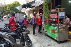 Shipper ở Đà Nẵng đắt khách ngày đầu dỡ 'lệnh cấm' bán qua mạng