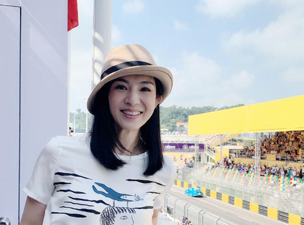 'Chúc Anh Đài' đẹp nức tiếng: Trả nợ thay chồng 10 năm, tổ ấm viên mãn U50