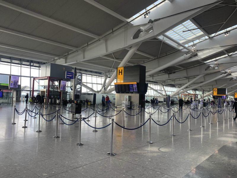 Hoang vắng và bóng tối đe dọa sân bay nhộn nhịp nhất thế giới