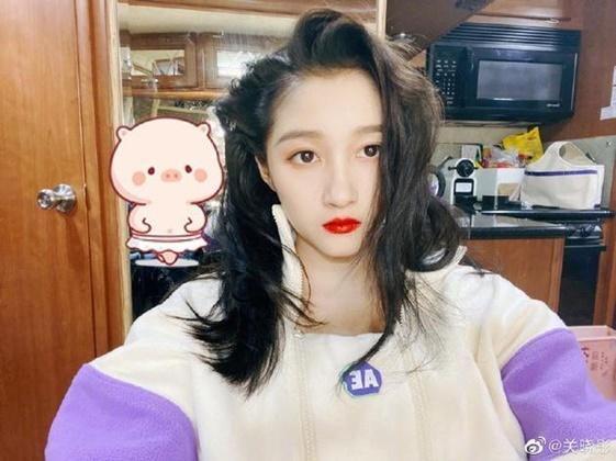 Con gái Vương Phi hở hàm ếch vẫn tự tin, phim Lưu Diệc Phi ế thảm hại
