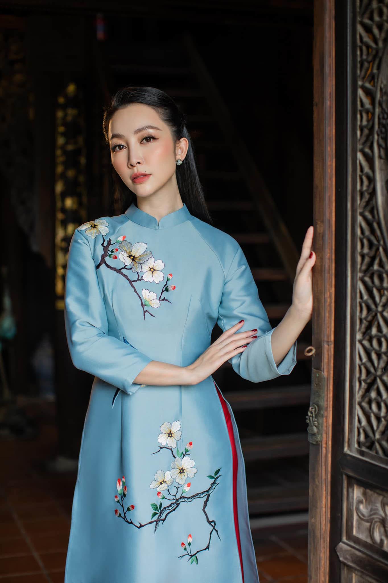 'Chim công làng múa' Linh Nga đẹp rạng rỡ, sang chảnh U40