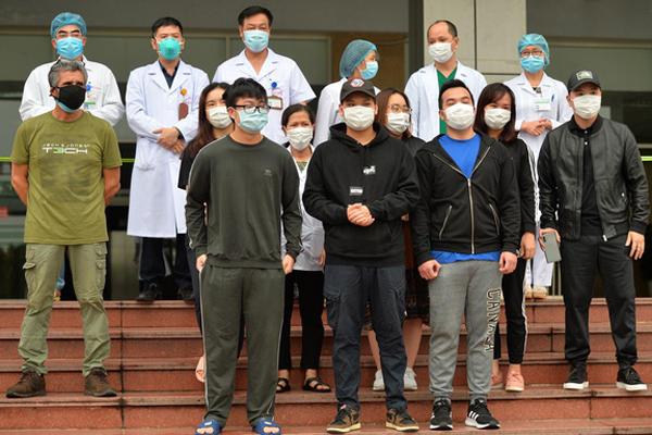 Thêm 16 bệnh nhân Covid-19 khỏi bệnh, tỉ lệ chữa khỏi của Việt Nam trên 72%