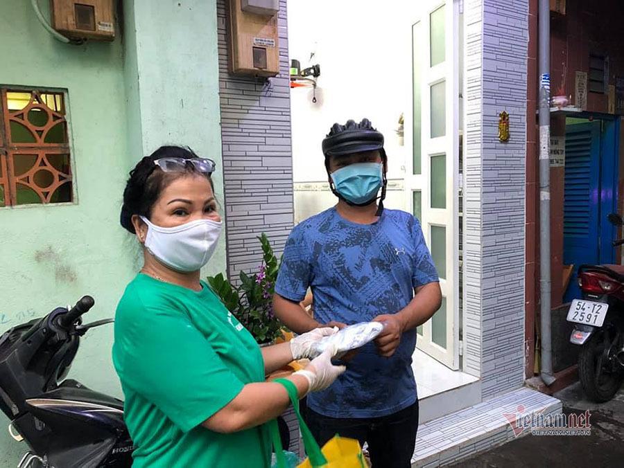 Bà chủ tiệm tóc khiến người trong 'xóm giang hồ' Sài Gòn phải gật đầu chào