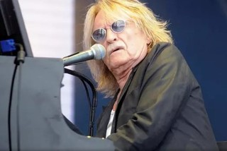 'Vua ballad' với bản nhạc Aline bất hủ Christophe qua đời ở tuổi 74