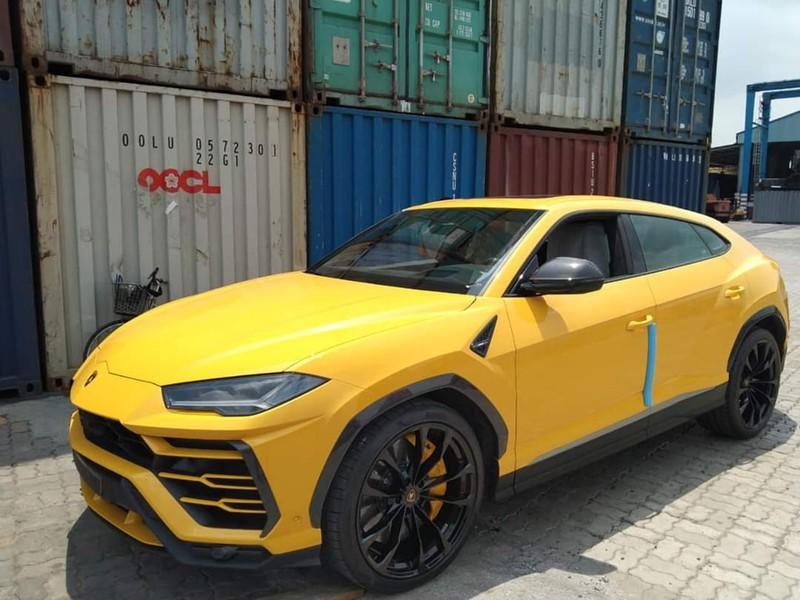 Mùa dịch Covid-19, nhiều xe sang đắt tiền vẫn ồ ạt về Việt Nam