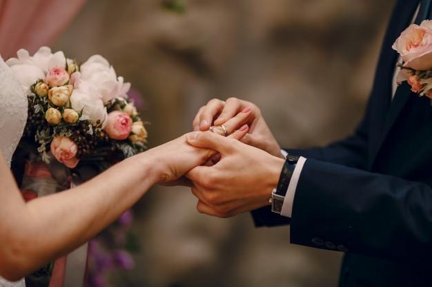 Đàn ông 30 tuổi: Mua nhà trước hay kết hôn trước?