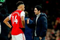 """Arsenal mạnh tay """"thanh trừng"""", trụ cột cũng không thoát"""