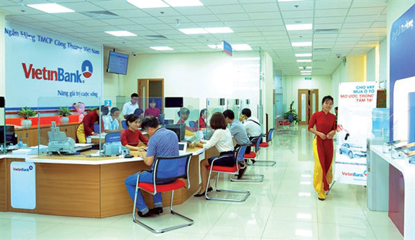 Vietnamese banks' rating outlooks lowered on COVID-19 impact