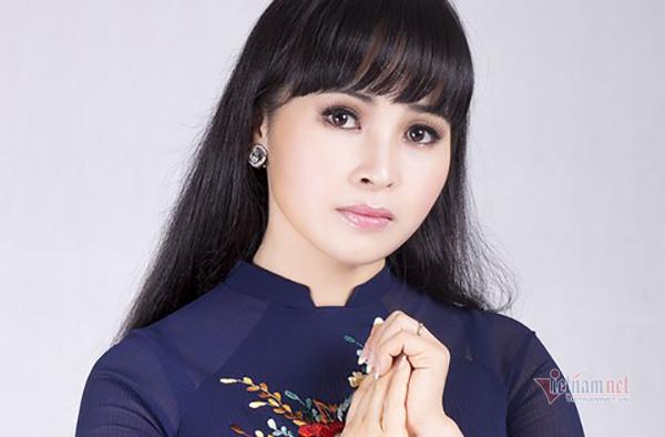 Ca sĩ Trang Nhung rớt nước mắt những ngày cách ly 4 con
