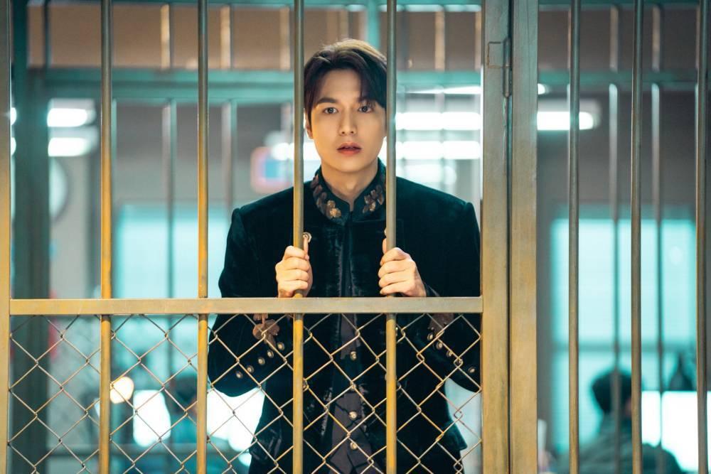 'Quân vương' Lee Min Ho bị bắt giam, xài hết kim cương, phải đi 'ăn vạ'