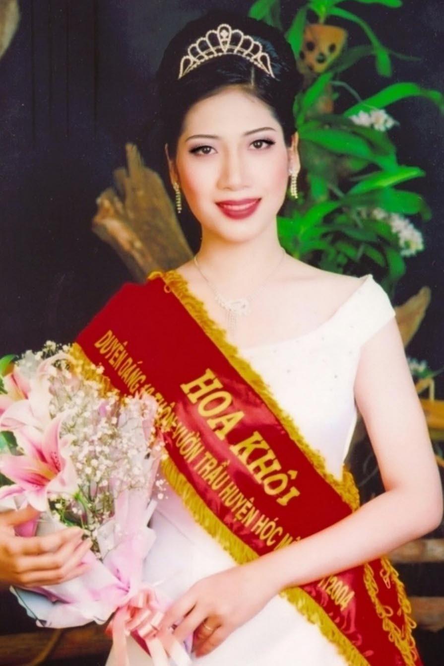 Nhan sắc Hoa hậu đại sứ toàn cầu tại Paris Dương Quỳnh Lisa