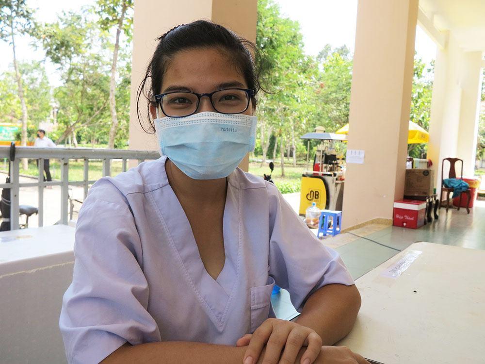 Nữ bác sĩ tình nguyện tới bệnh viện dã chiến, 'ba mẹ à, hết dịch con sẽ về'