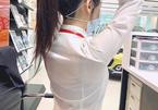 Thời trang gây 'hoang mang' nơi công sở: Sơ mi bung cúc, áo trong màu nổi...