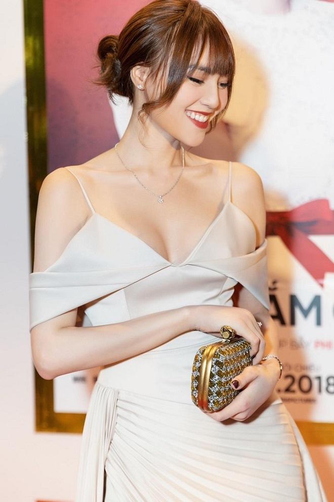Nhan sắc 'vạn người mê' của BTV Mai Ngọc và diễn viên Lan Ngọc